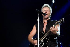 Jon Bon Jovi membuka konser dengan lagu pertama That's The Water Made Me. (Amozy Audrey)